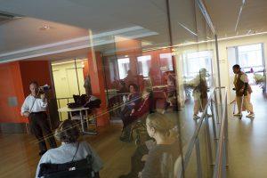 Association Tournesol, artistes à l'hopital. Hôpital Rothschild. Concert de: Luc Héry premier violon super solo à l'orchestre national de France dans le Service MPR Paris, France, 29 mars 2013